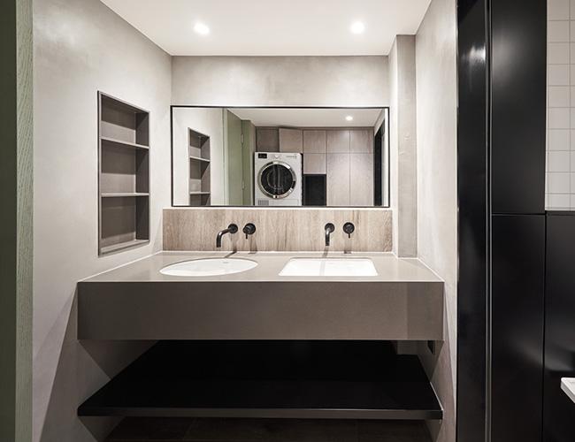 Bằng đường nét thiết kế giản dị, phóng khoáng, phòng tắm phong cách hiện đại là nơi lý tưởng để thư giãn sau một ngày dài. Phòng tắm hiện đại với tông màu trang trí hài hòa, trang nhã và nội thất đa chức năng nhằm phù hợp với diện tích nhỏ.