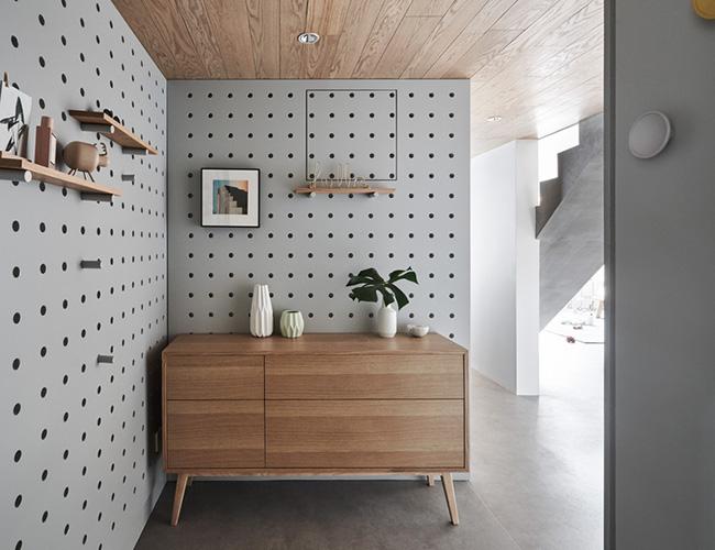 Sử dụng gỗ mộc mạc đang trở thành xu hướng trong thiết kế trong vài năm gần đây.