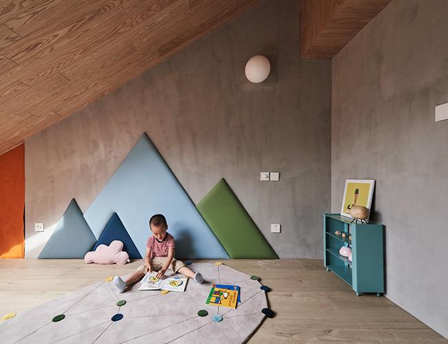 Không gian phòng trò chơi cho trẻ em đầy sáng tạo với những chiếc lều vàbảng đen có thể kích thích trí tưởng tượng trẻ nhỏ.
