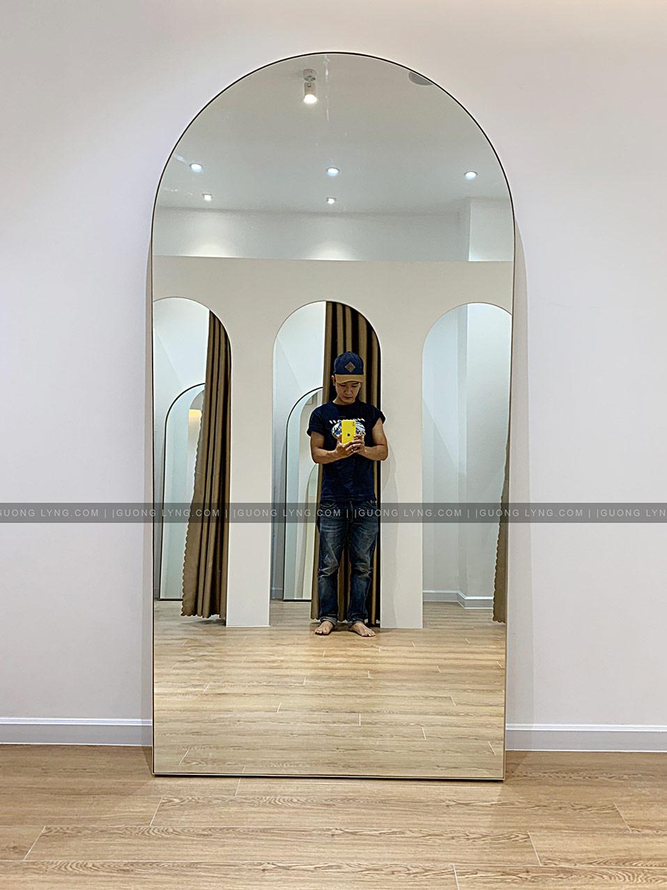 Gương hình vòm soi toàn thân